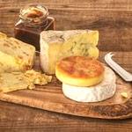 Coltelli formaggio e polenta