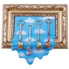 Portachiavi cornice in resina decorata a mano cm 31x36x8, oro e celeste con nuvole