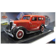 8066 Ford Sedan Pompieri '36 1/18 Modellino