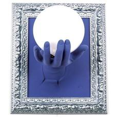 Lampada da parete ''Su mano con cornice'' in resina decorata a mano Dimensioni cm 33x27x21 colore cromo e blu