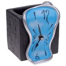 Orologio da tavolo ''Orologio figueras porta matite'' in resina decorata a mano Meccanismo al quarzo tedesco UTS Dimensione cm 11x10x9 Colore alluminio e celeste con nuvole