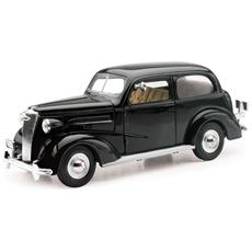 New Ray Chevrolet Master Deluxe Town Sedan Classic Collection 1:32 Art. 55183ss