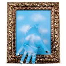 Portachiavi da parete ''Cornice'' mano in resina decorata a mano cm 33x27x11, oro e celeste con nuvole