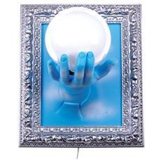 Lampada da parete ''Su mano con cornice'' in resina decorata a mano Dimensioni cm 33x27x21 colore cromo e celeste con nuvole