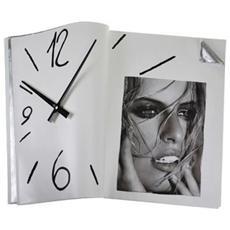 Orologio da parete ''Spaziolibero'' in resina decorata a mano Meccanismo al quarzo tedesco UTS Dimensione cm 38x8x28 Colore bianco e alluminio