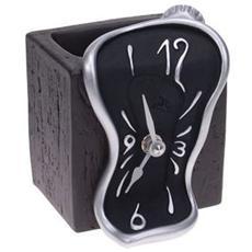 Orologio da tavolo ''Orologio figueras porta matite'' in resina decorata a mano Meccanismo al quarzo tedesco UTS Dimensione cm 11x10x9 Colore alluminio e nero