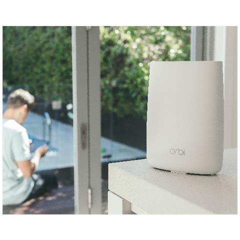 NETGEAR Router Wireless Orbi RBK50 Sistema Wireless Tri-Band AC3000  Composta da Router Orbi RBR50 e Unità Satellite RBS50, 4 Porte Ethernet e 1  Porta