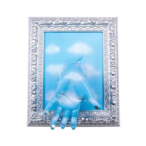 Antartidee Portachiavi da parete ''Cornice'' mano in resina decorata a mano cm 33x27x11, cromo e celeste con nuvole