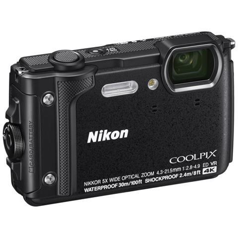 Coolpix W300 Sensore CMOS 16 Mpx Zoom Ottico 5x Video 4K Wi-Fi Bluetooth + Zaino - Nero